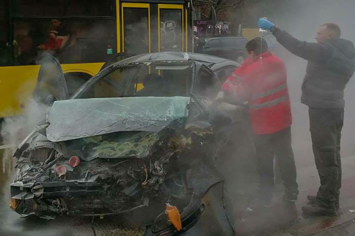 Водитель и пассажир Chevrolet в тяжелом состоянии