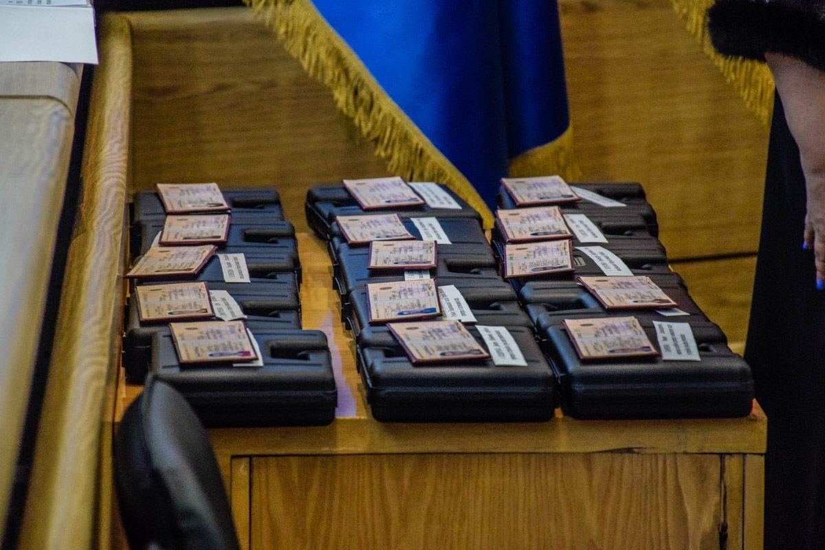 К наградному оружию прилагаются разрешительные документы