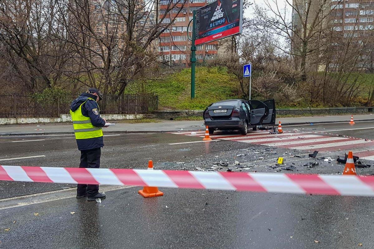 Обстоятельства аварии выясняют следователи