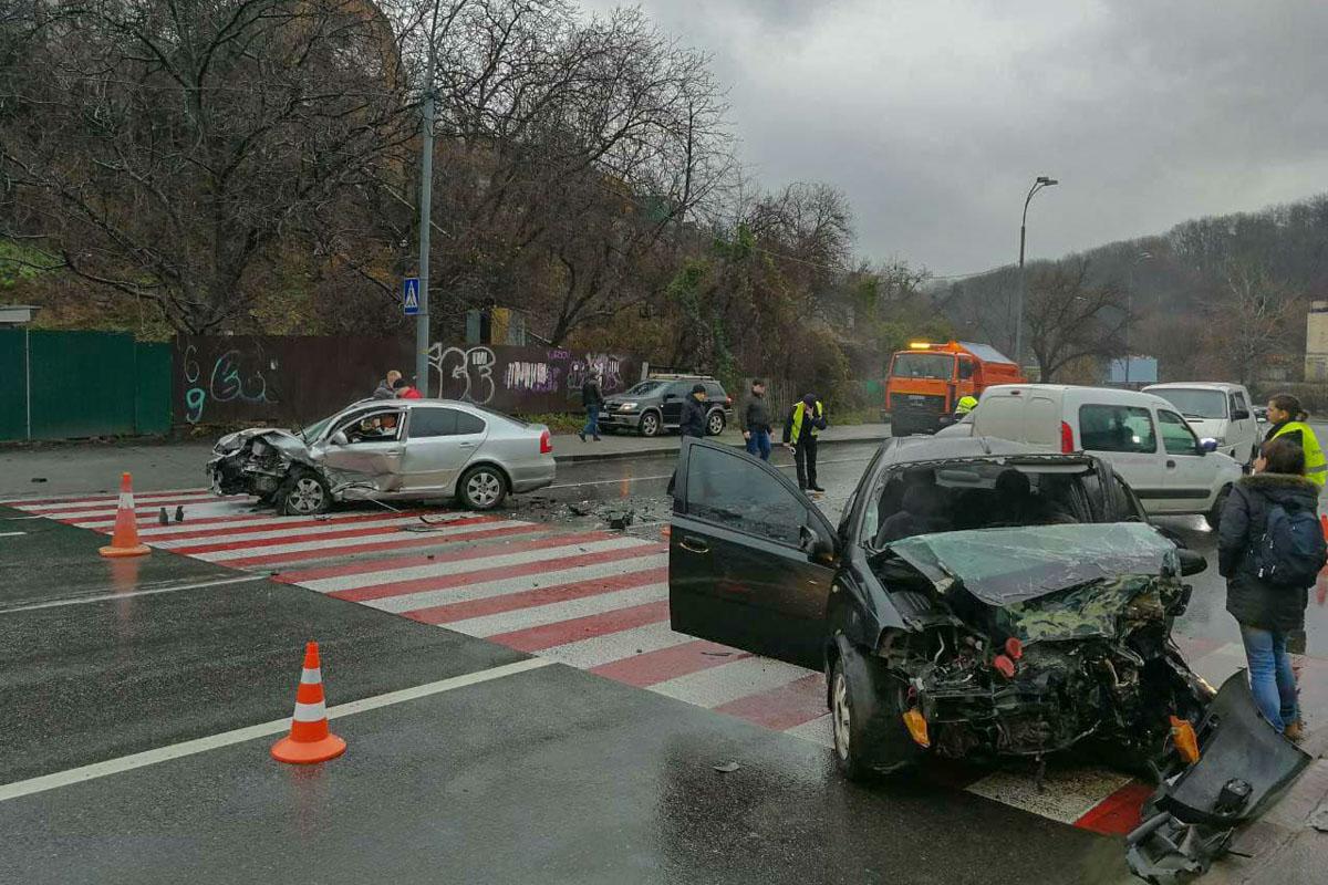 Авария произошла на Старонаводницкой улице