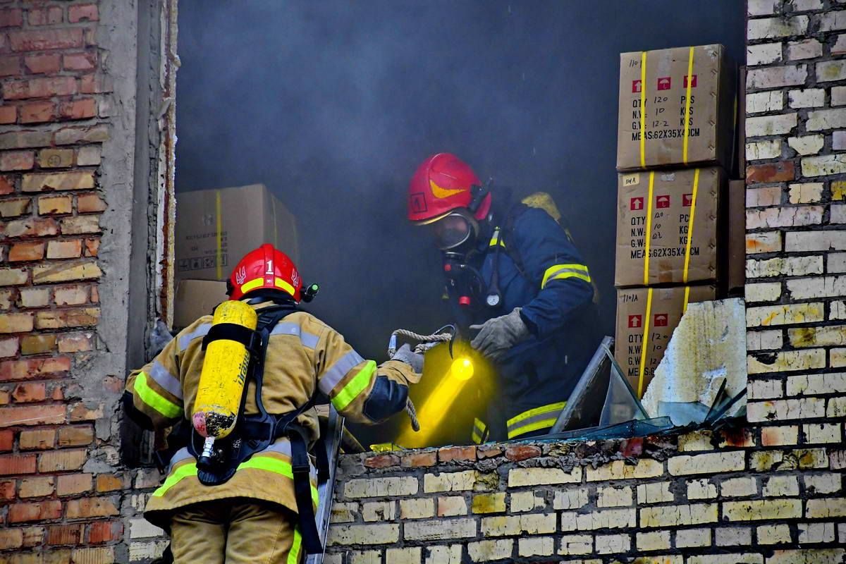 К месту пожара прибыли 6 единиц пожарной техники