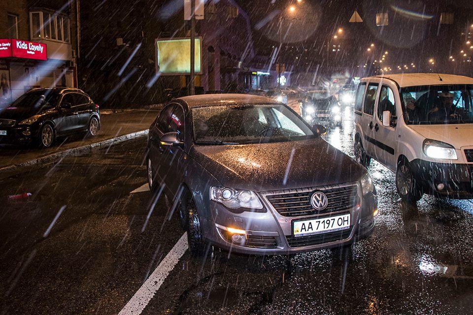 Припаркованный Volkswagen выезжал на проезжую часть и не заметил сзади машину