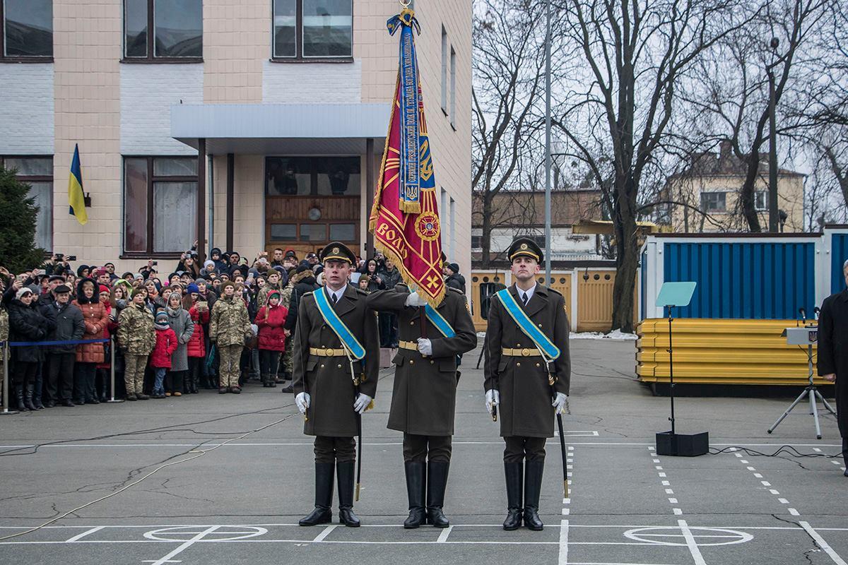 Традиционно воинской части Президент вручил боевое знамя