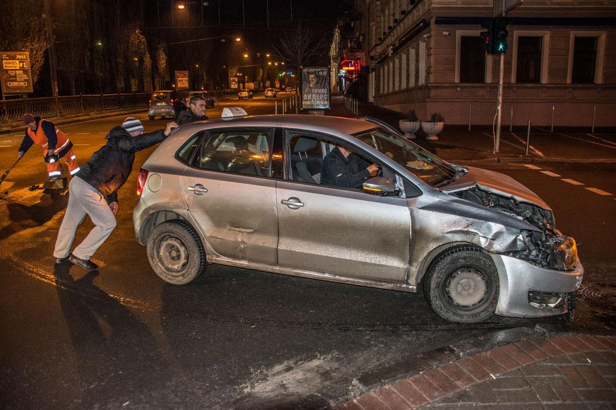 С места ДТП Volkswagen забрал эвакуатор
