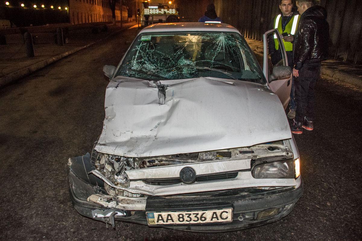 У автомобиля Skoda серьезно повреждена правая часть