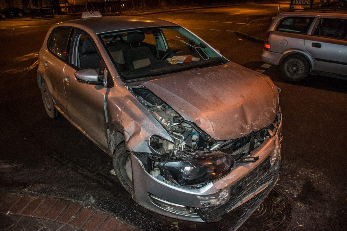 Такси, которое правил не нарушало, своим ходом уже не поехало