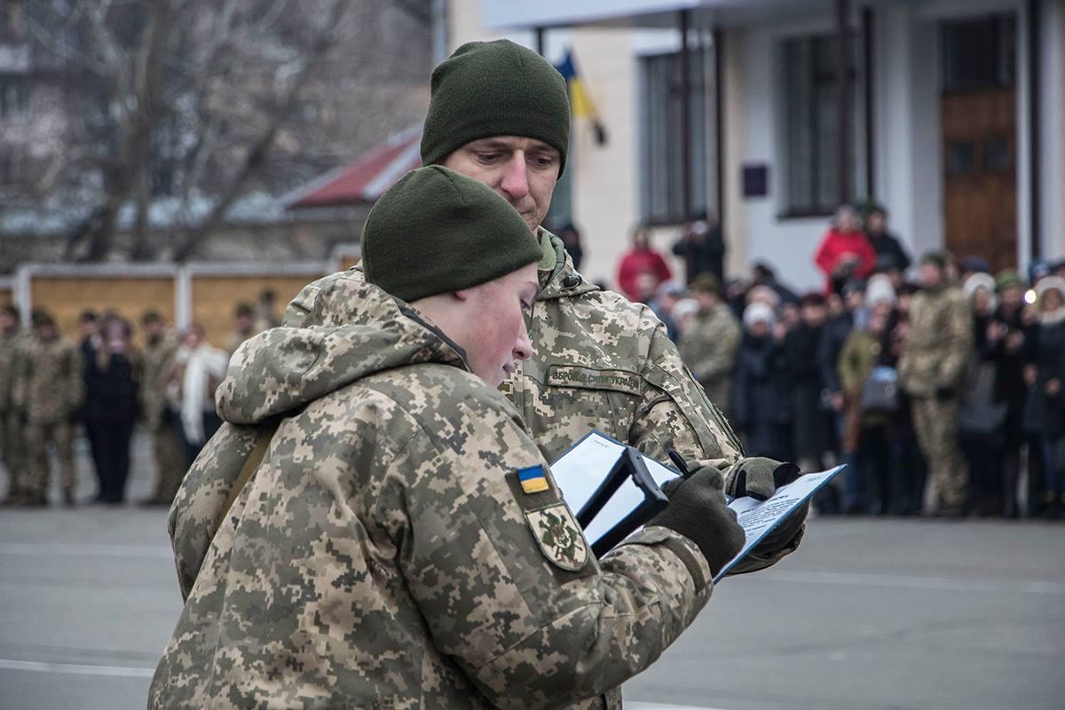Средипополнения полка - 17 молодых воинов, родители которых принимали участие в боях на Донбассе