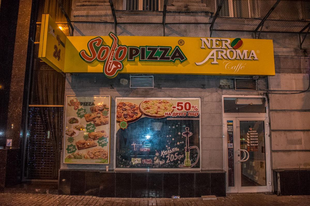 Клиентов избили в пиццерии на Крещатике, 12