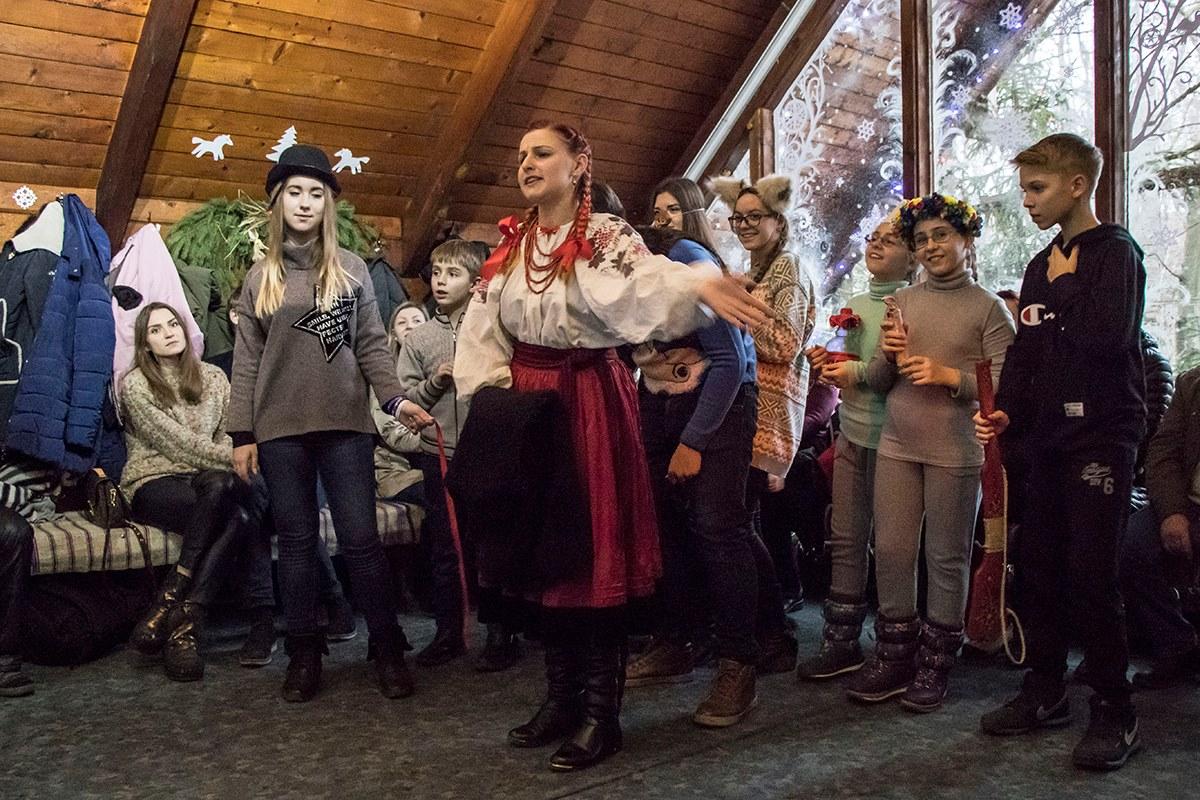 Перед появлением Николая здесь провели небольшое представление для детей