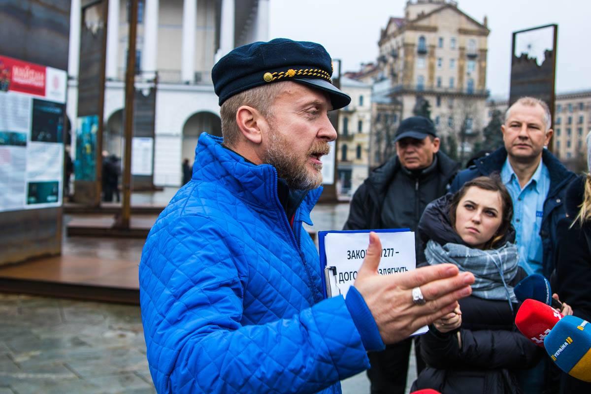 Актер Антин Мухарский снова вышел в центр столицы, чтобы рассказать о своей проблеме с алиментами
