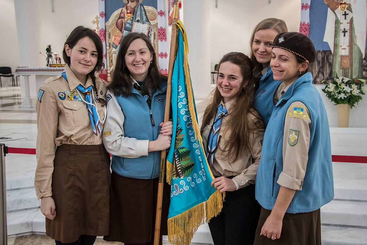 Пластуны по традиции первыми получили огонь в Украине