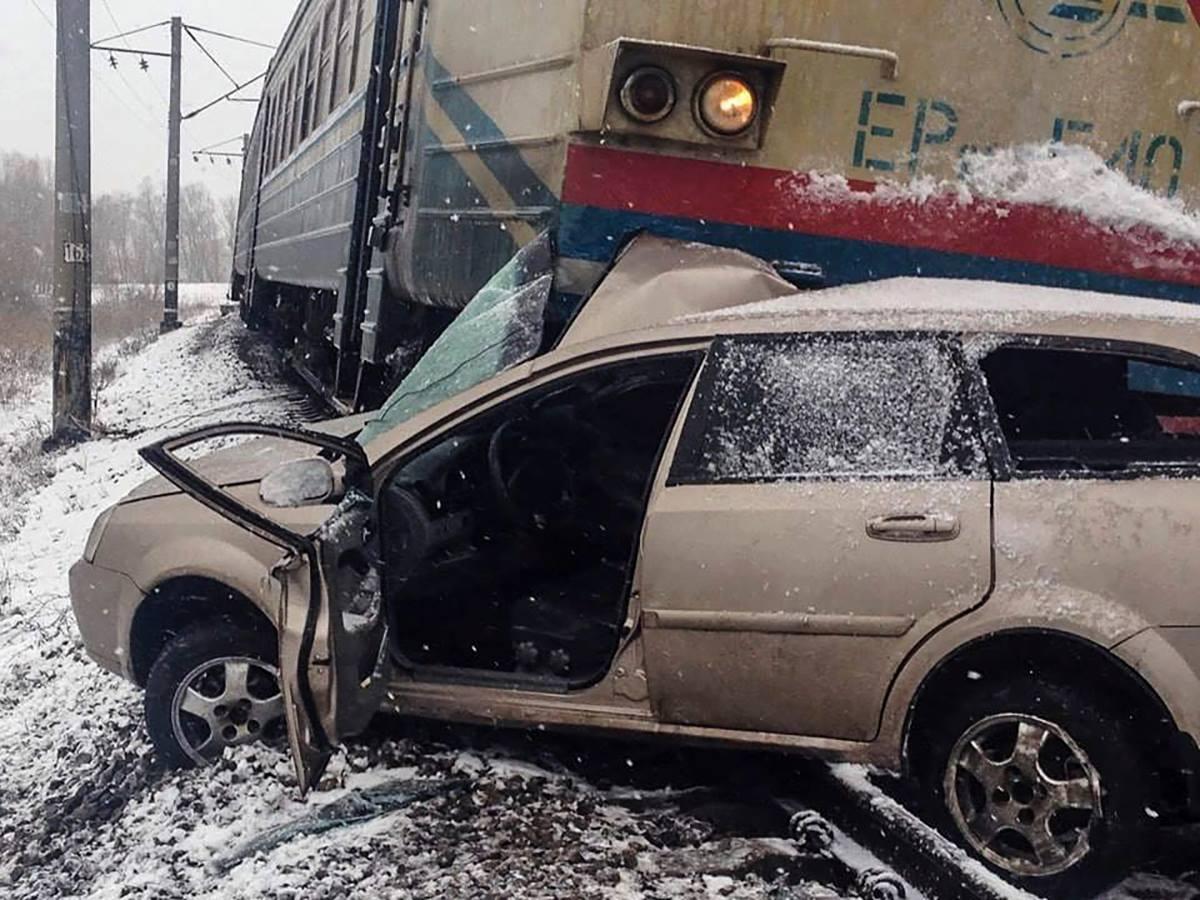 Водителя легковушки госпитализировали в тяжелом состоянии