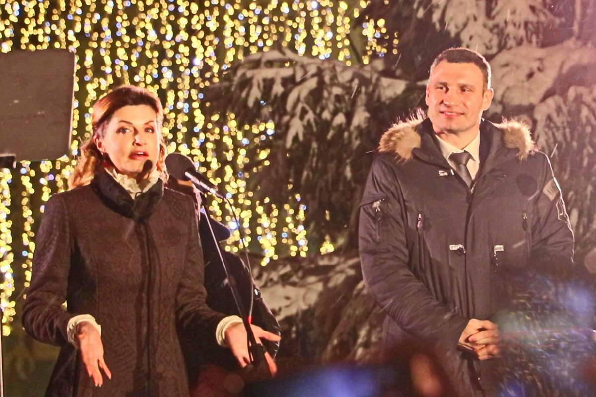 Новогоднюю красавицу открывали Марина Порошенко и Виталий Кличко