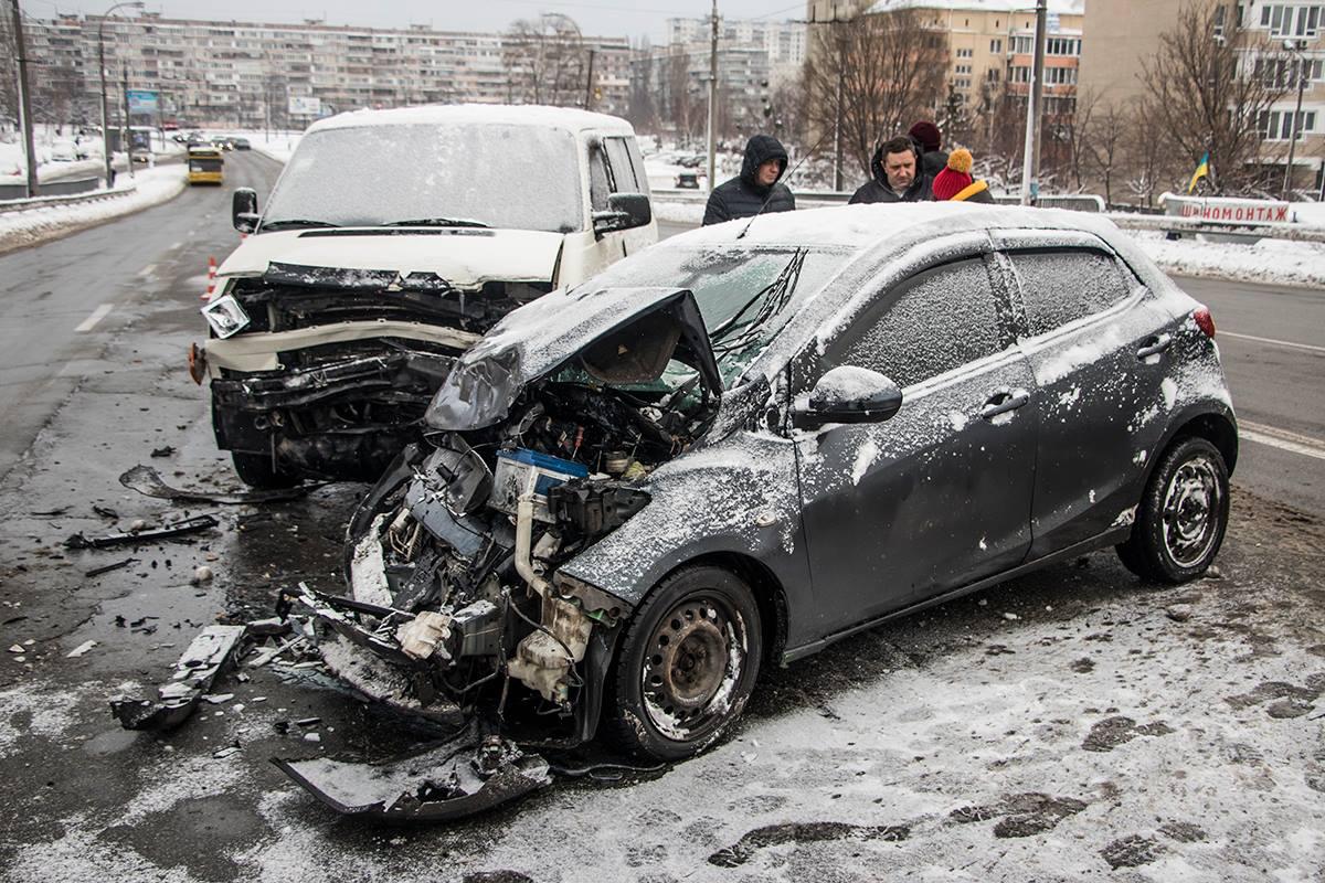 Столкнулись Mazda и Volkswagen
