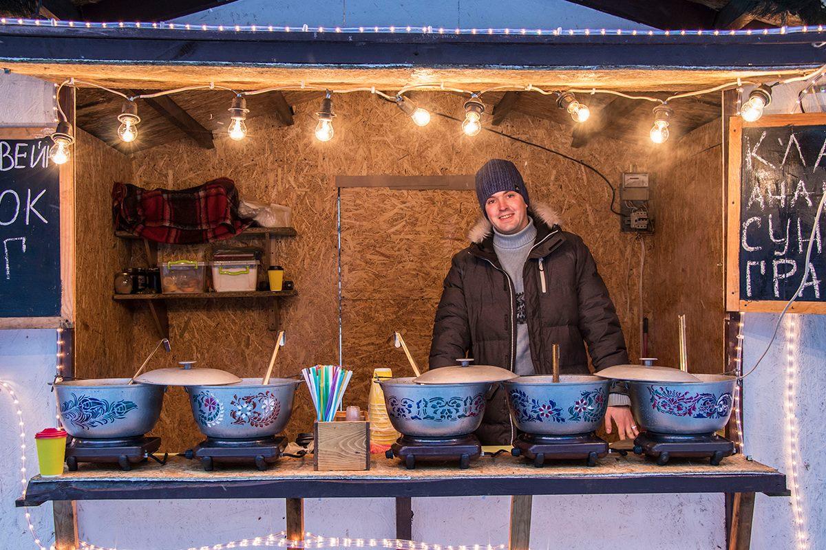 Также на зимнем фестивале не обошлось без горячего глинтвейна