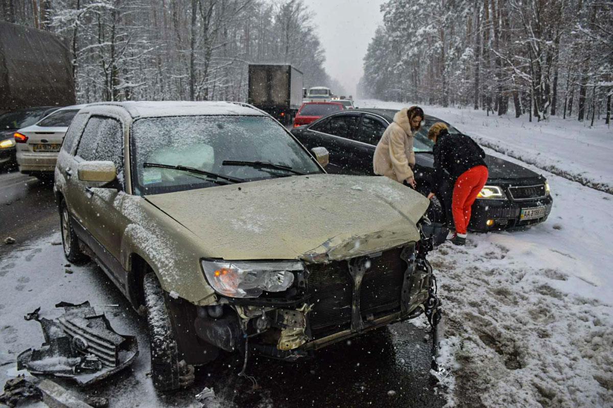 За рулем Subaru была женщина, которая везла детей в школу