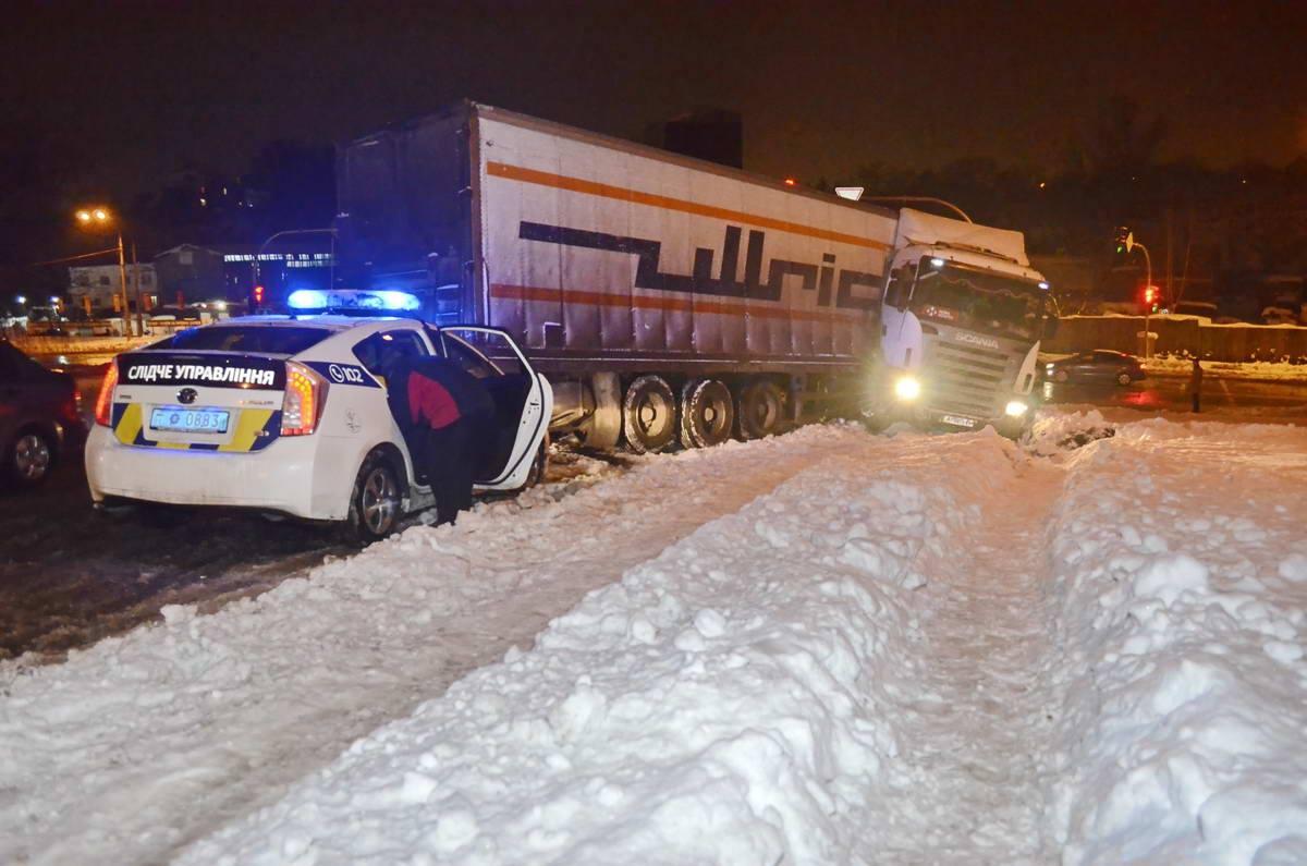 ДТП случилось из-за скользкой дороги
