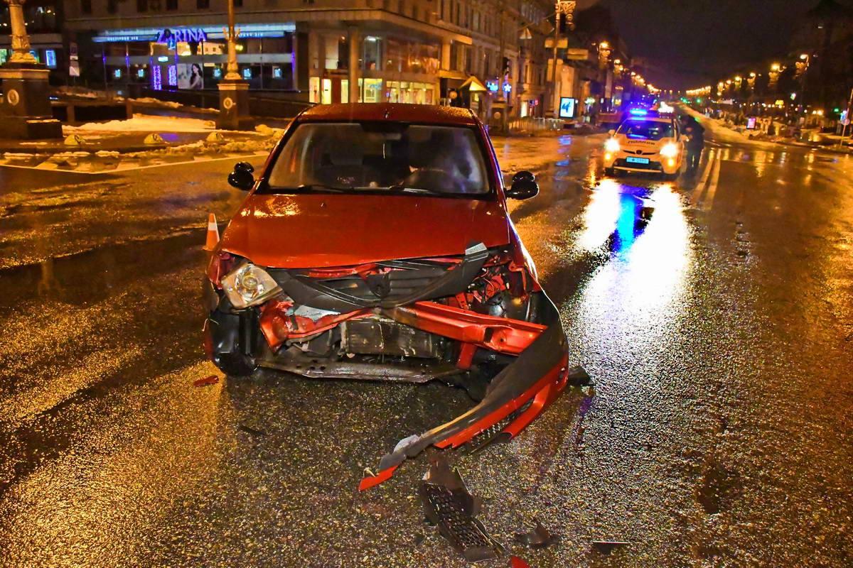 У Dacia Logan разбита передняя часть авто