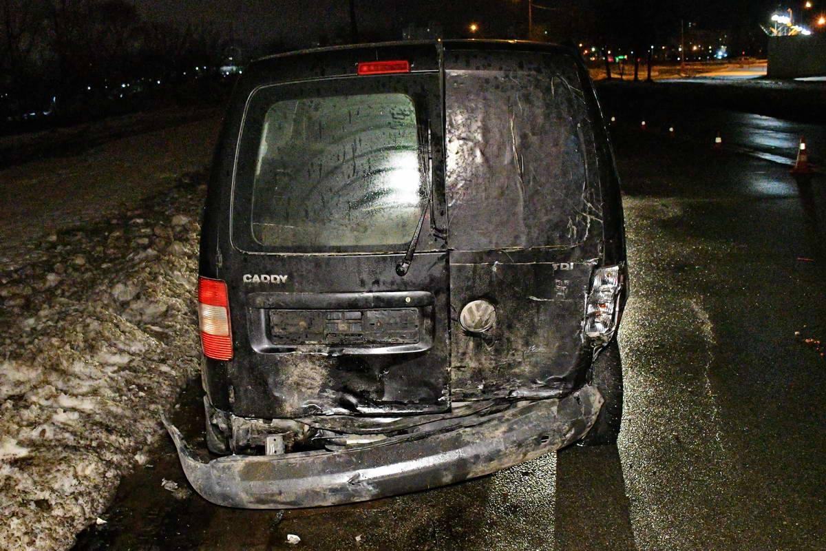 Volkswagen ударил задом встречное авто