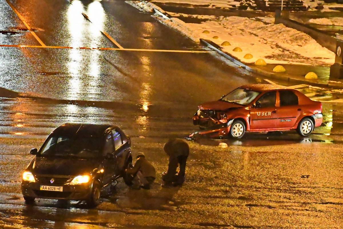Автомобили столкнулись на Бессарабской площади