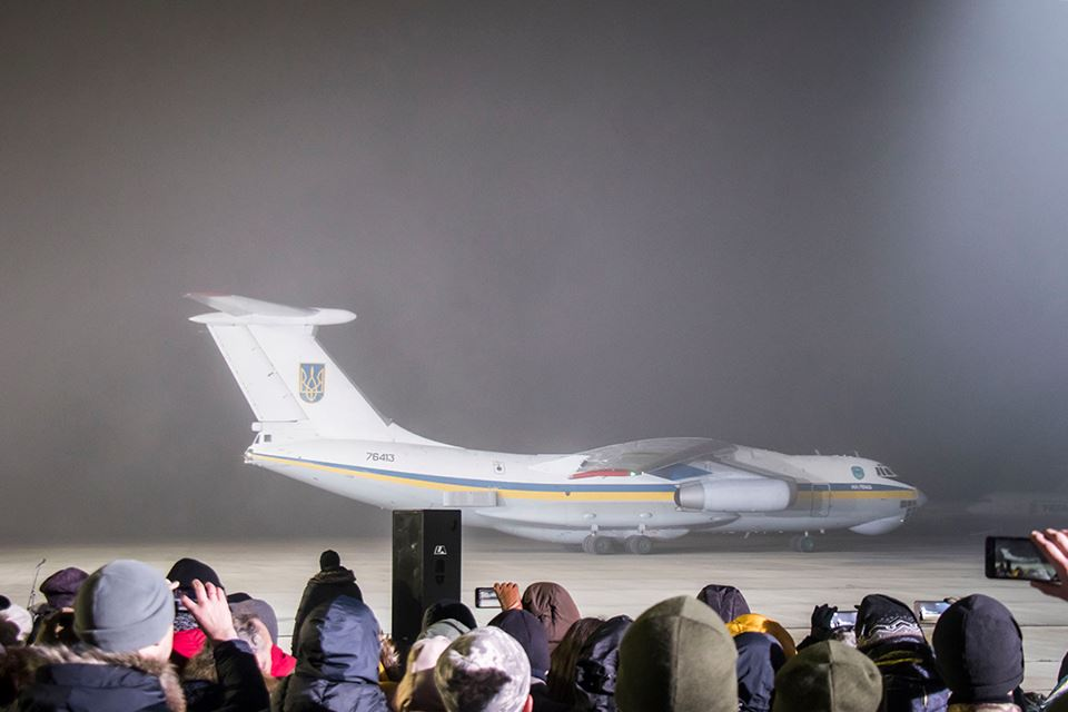 """Самолет приземлился в """"Борисполе"""" около 00:25"""