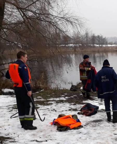 Тело женщины обнаружили в 120 метрах от берега на поверхности воды