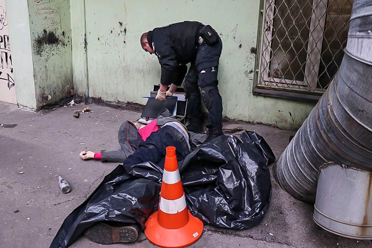 На улице Жилянской обнаружили тело мужчины