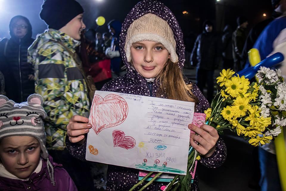 Маленькая патриотка сделала открытку для своего защитника