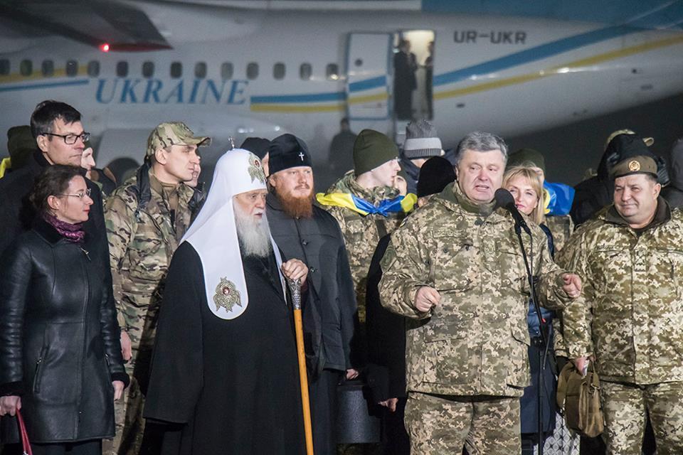 Вместе с военными прилетел и Президент Украины