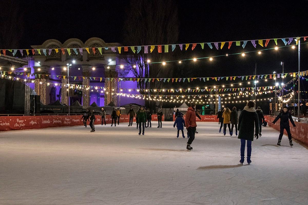 В парке организовали более 20 крутых праздничных локаций. Среди них - ледовый каток
