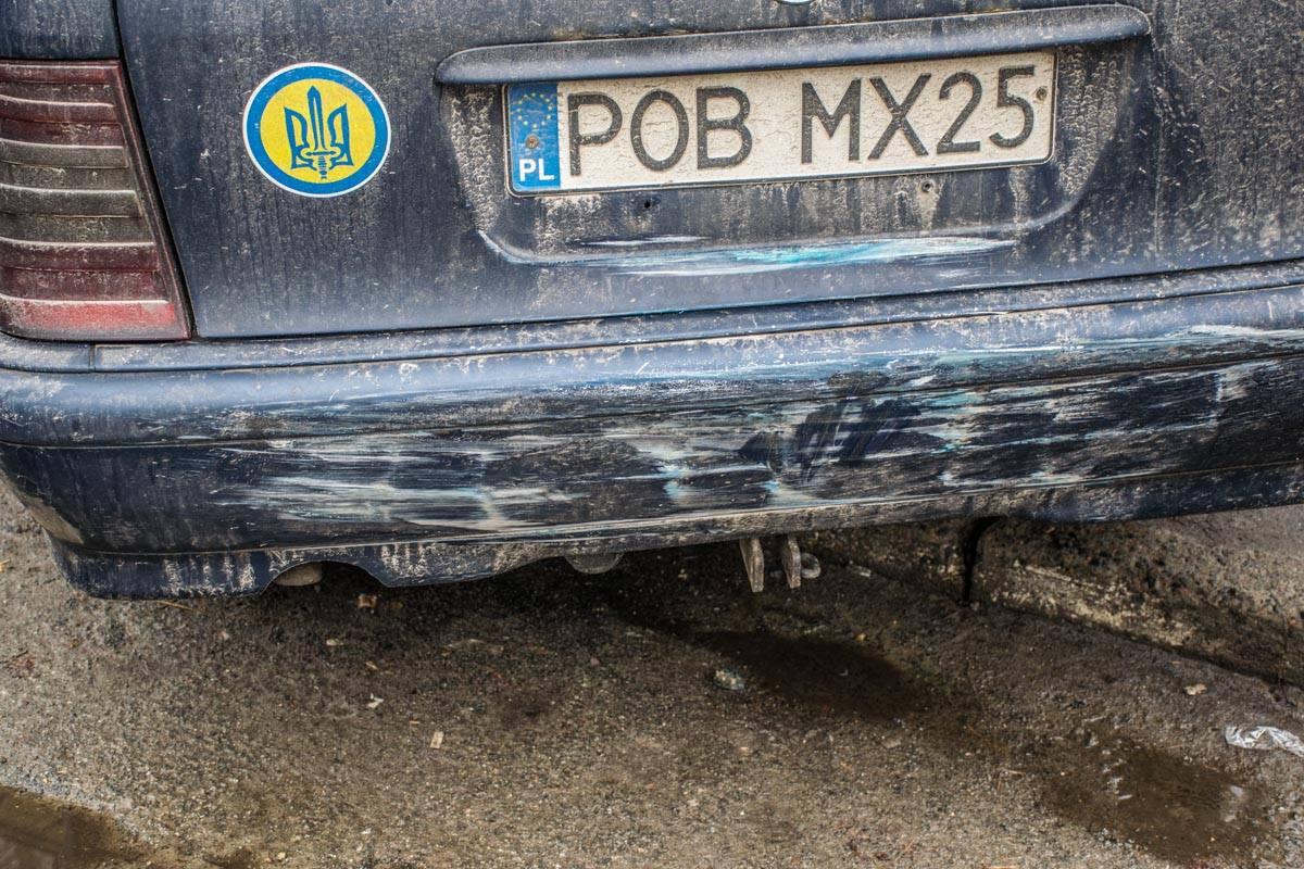 Перед тем, как врезаться в МАФ, авто врезалось в припаркованный рядом Mercedes