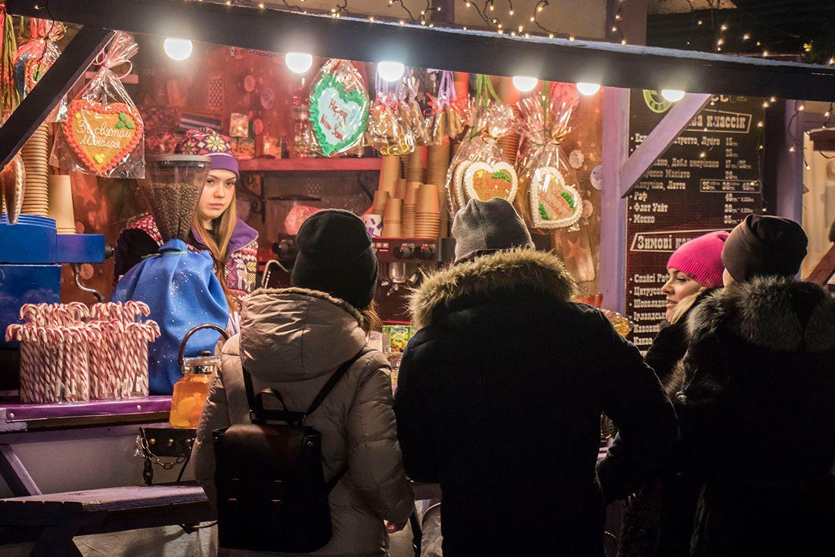 В праздничном городке также множество фотозон и food-кортов