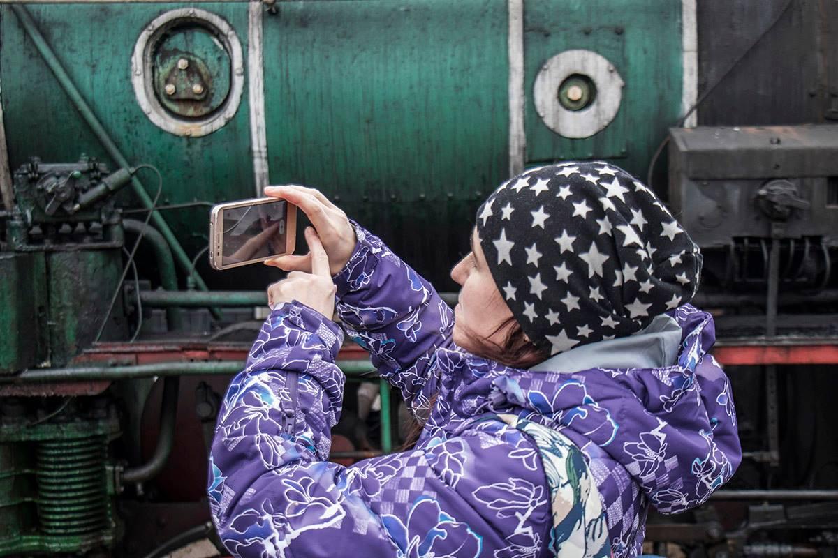 Пассажиры с удовольствием фотографировали необычный поезд