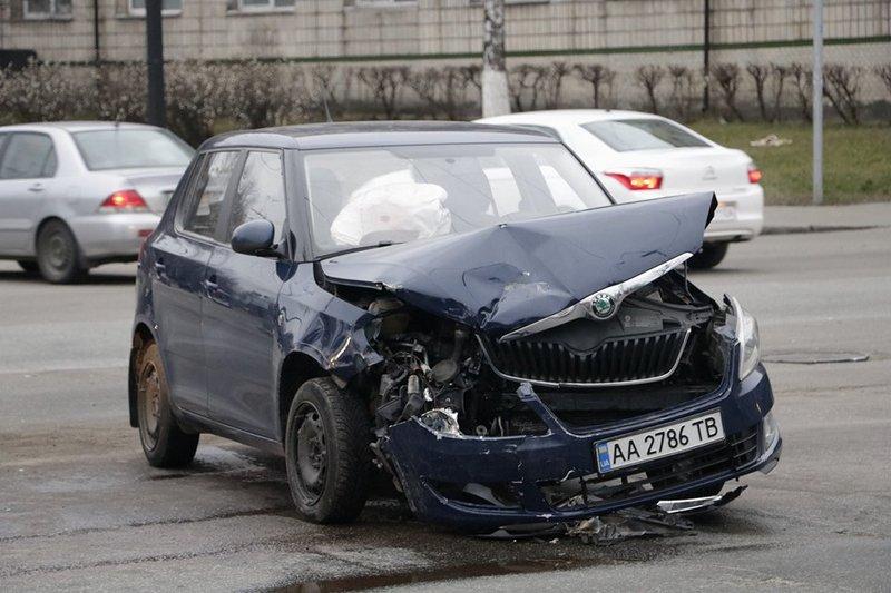 Повреждения у Skoda Fabia значительные