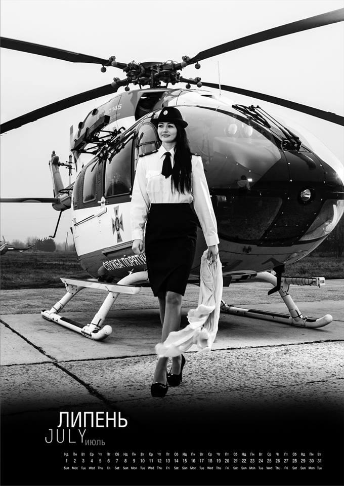 Июль. Сексуальная спасательница - в форме и на каблуках