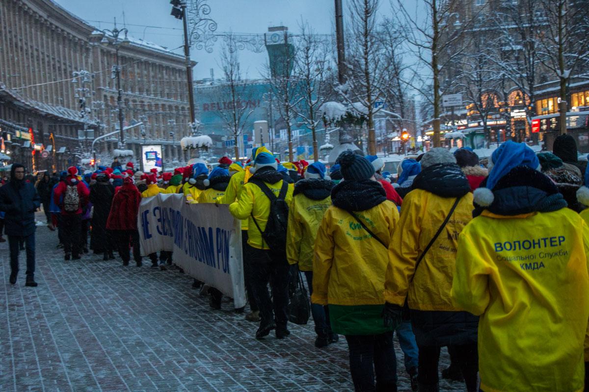 Помощники Святого Николая прошли от Крещатика до Михайловской площади