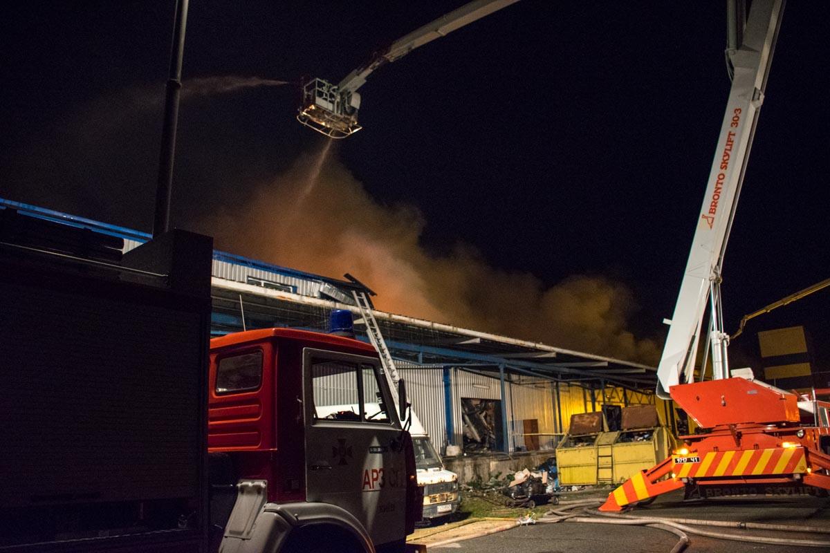 В результате пожара левый берег и центр города затянуло смогом