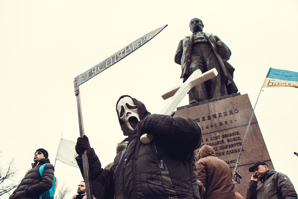 Из толпы участников звучали призывы пойти к СИЗО, где содержат Саакашвили