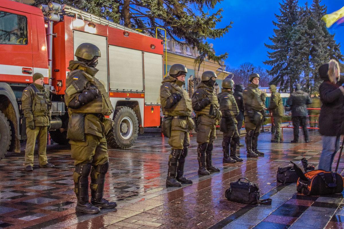 На место митинга прибыли пожарные