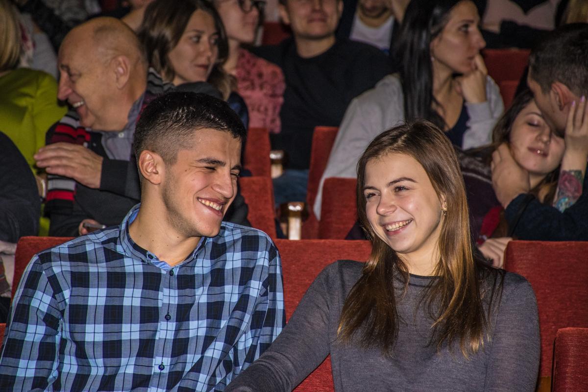 Зрители улыбались шуткам певца