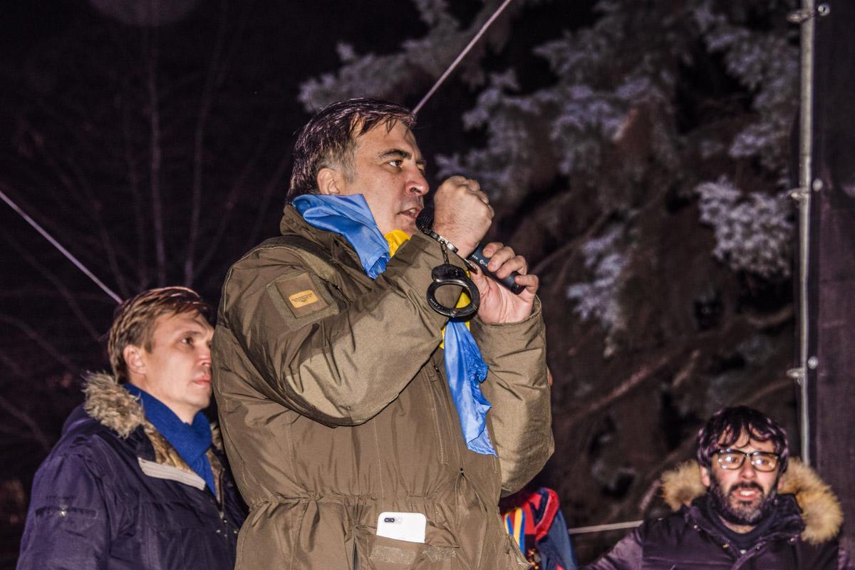 После попытки задержания 5 декабря Саакашвили пришел в палаточный городок под Радой