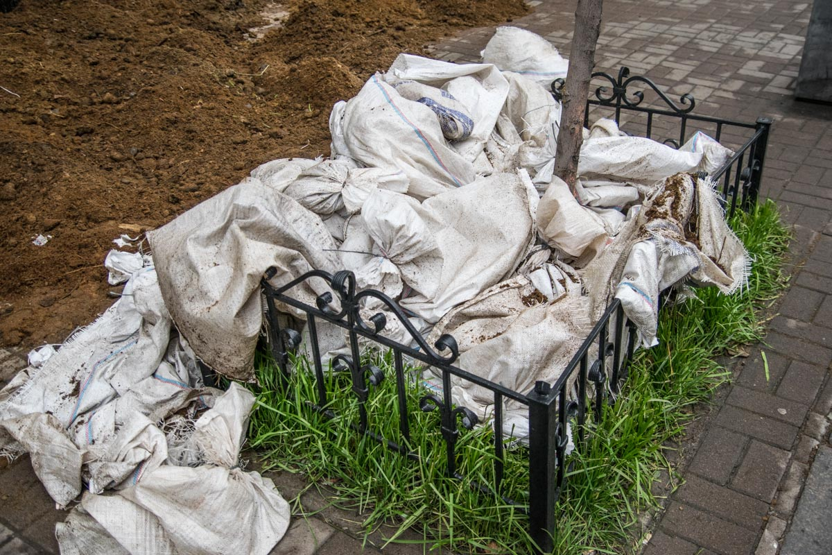 """Мешки из-под гноя остались на """"месте преступления"""""""