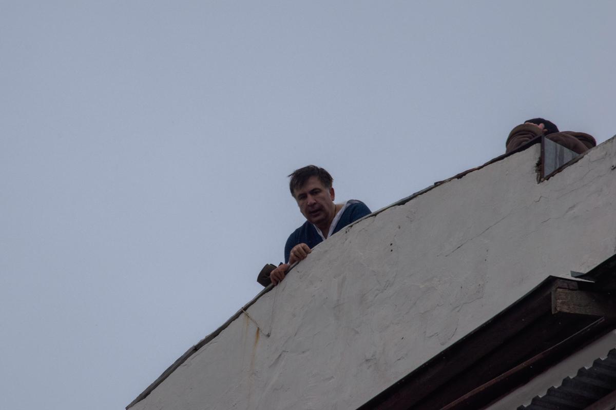 Саакашвили несколько раз делал заявления с крыши