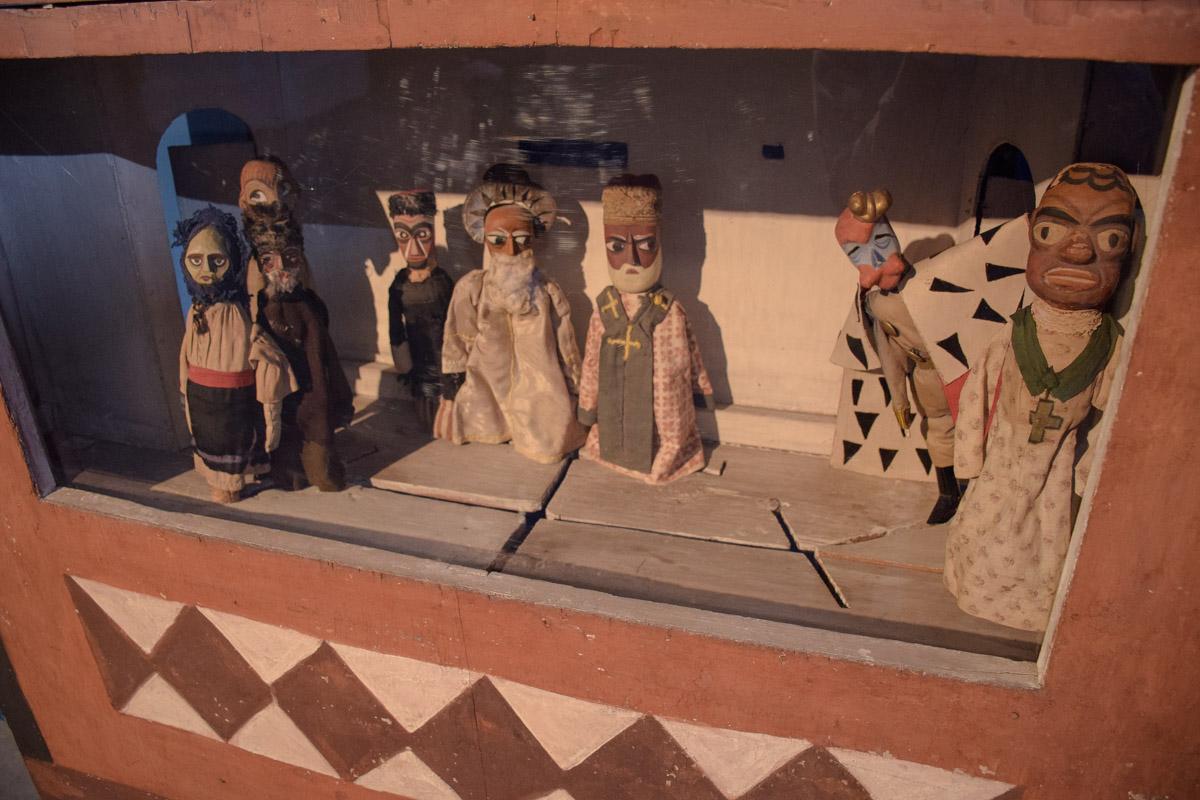 Куклы для театра изготовлены по эскизам бойчукистов