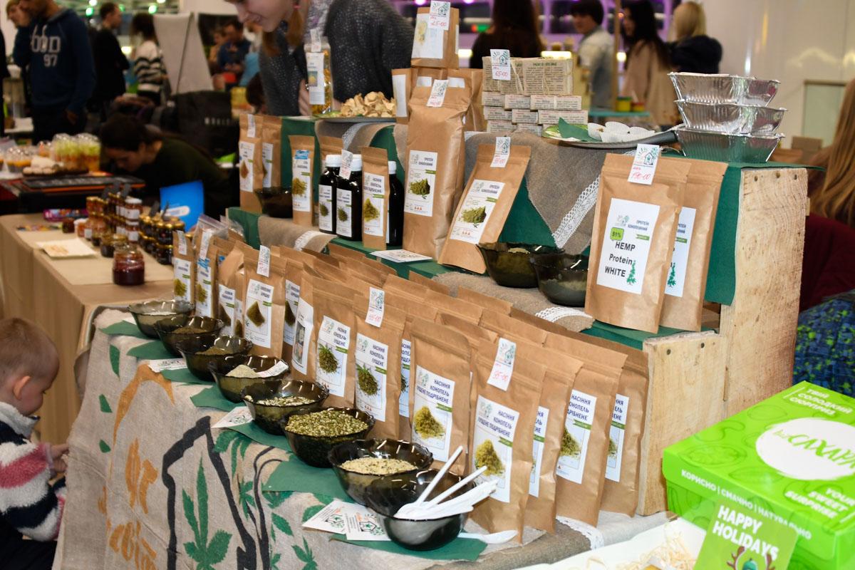 На фестивале-ярмарке продавали семена разных растений