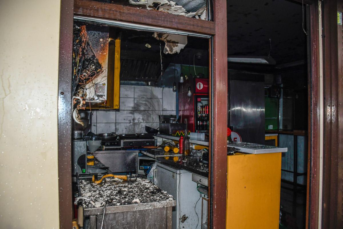 От огня сильно пострадало кухонное оборудование