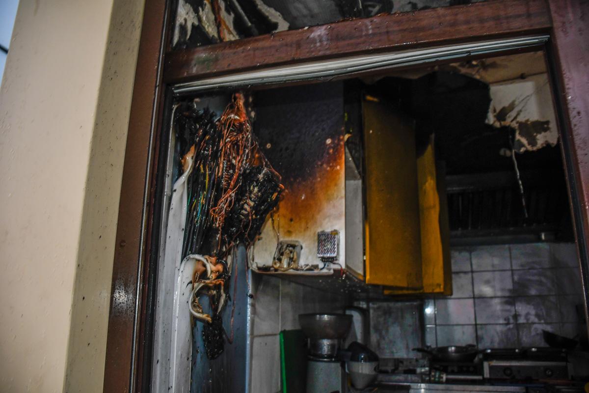 Предварительная причина пожара - замыкание проводки