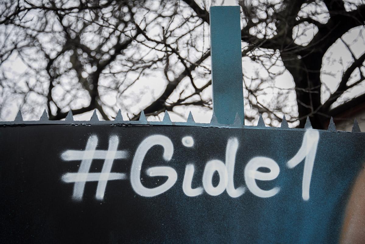 Стрит-арт художник пишет под ником #Gide1