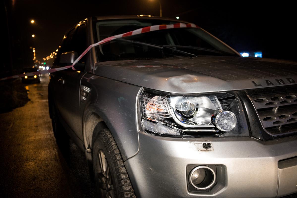 По словам прибывшей на место трагедии патрульной полиции,Land Cruiser ехал на зеленый сигнал светофора