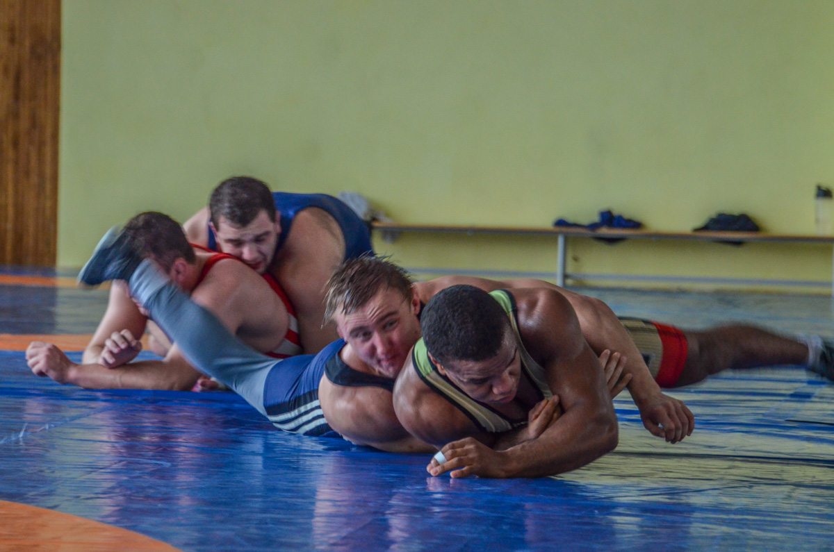 Борцы тренируются на базе Олимпийского резерва
